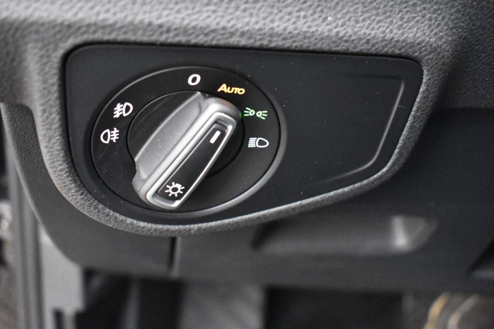 Volkswagen-Golf Sportsvan-31