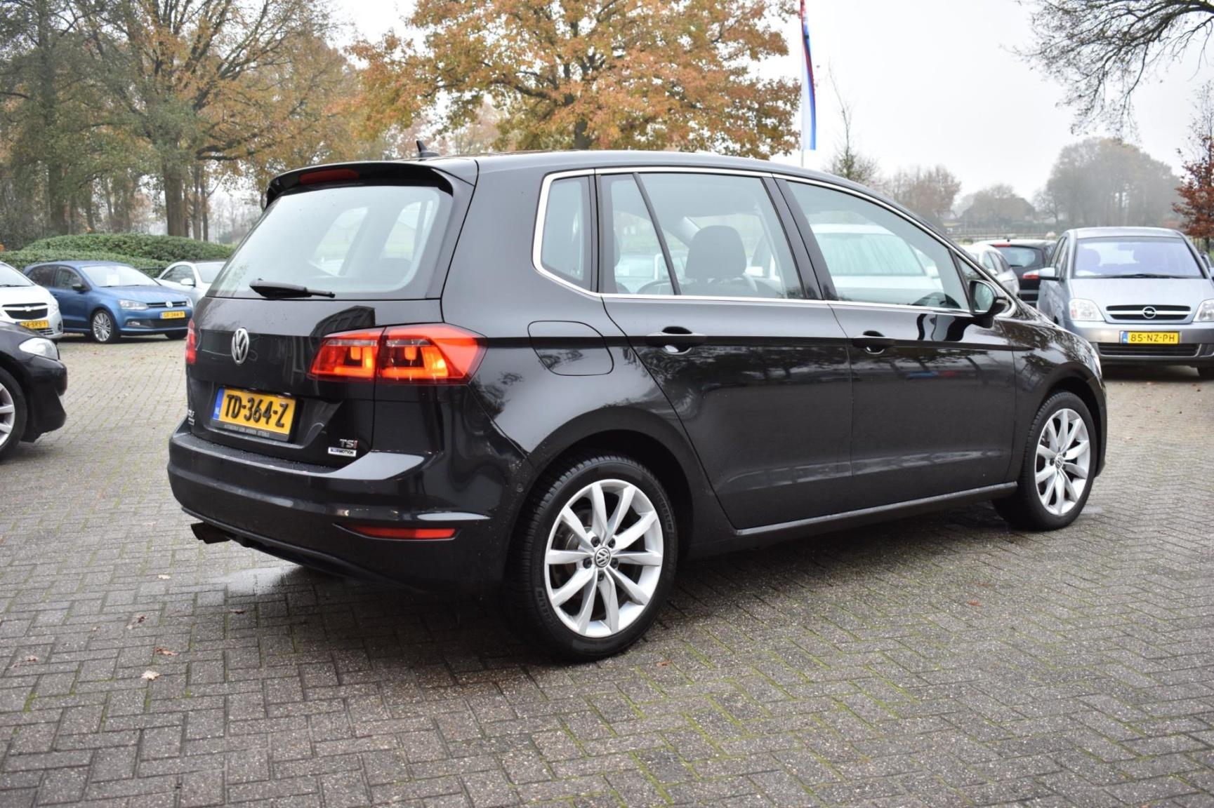 Volkswagen-Golf Sportsvan-3